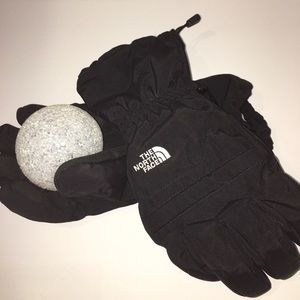 North face gloves🖤